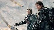 Tom Cruise stojí Na hraně zítřka
